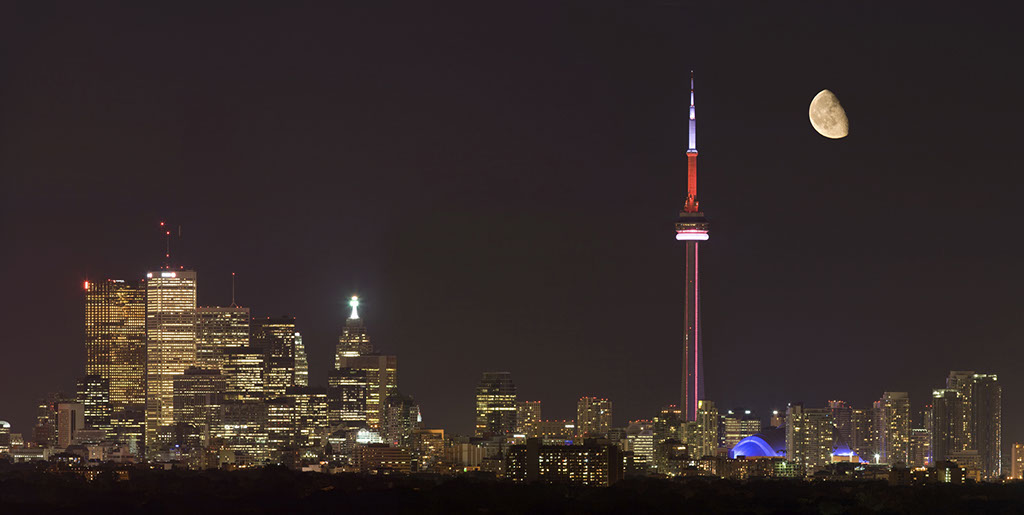 Toronto skyline view at night